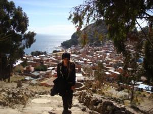 Grimper c'est dur, avec l'altitude c'est amplifié, donc dur dur -Copacabana en fond, durant l'ascension à Horca del Inca-