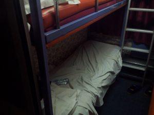 Mon super lit dans le super train avec du super bruit